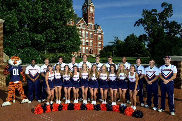 Команда поддержки и спортсмены Auburn University