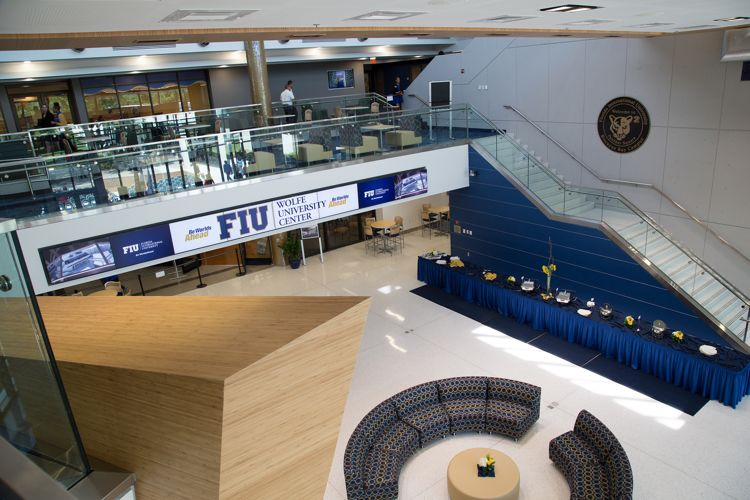 Главный корпус Florida International University