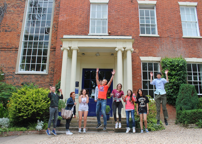 Ученики Brooke House College
