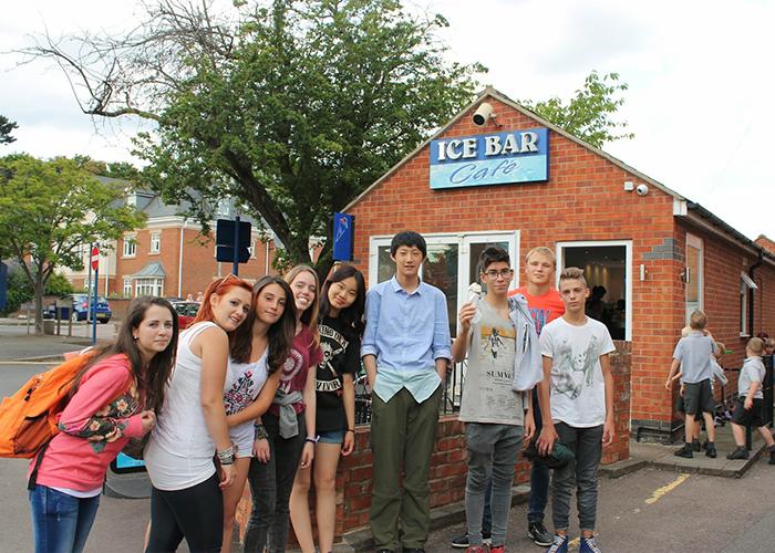 Студенты Brooke House College, Market Harborough на экскурсии в городе