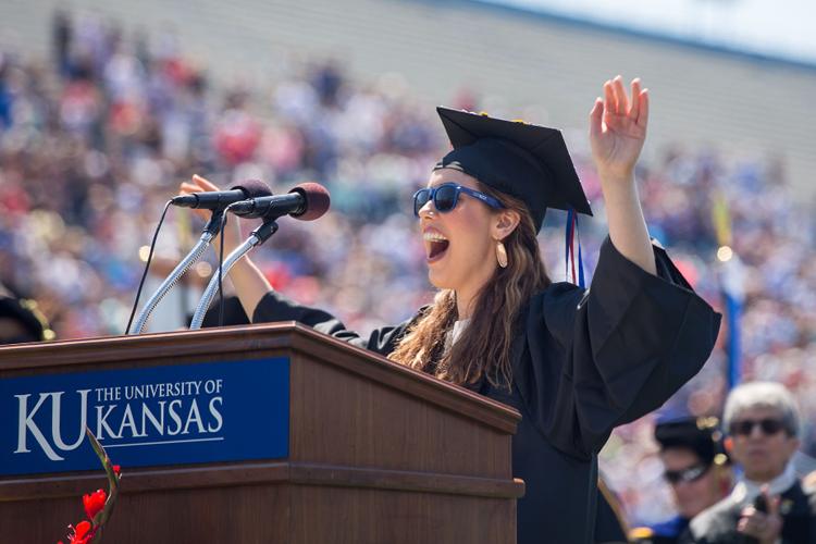 Счастливая выпускница The University of Kansas