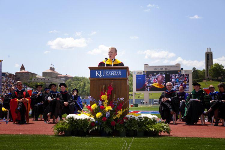 Награждение выпускников The University of Kansas