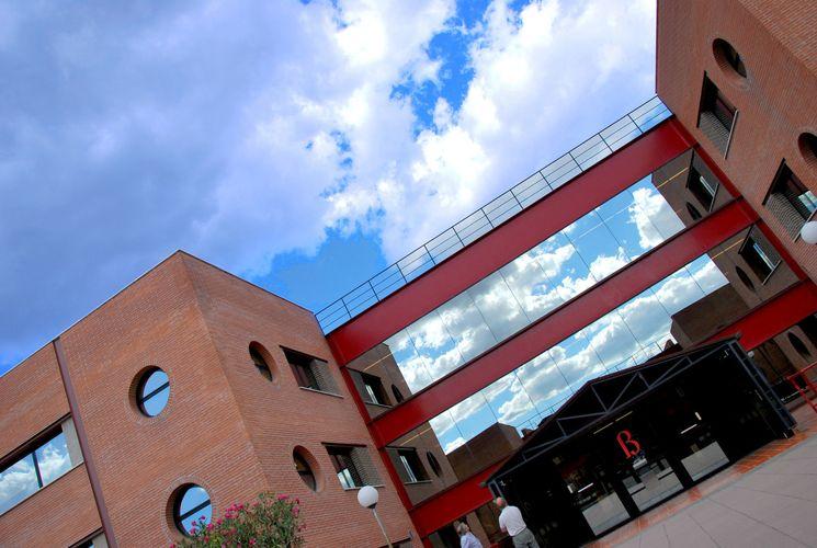 Вход в Universitat Internacional de Catalunya