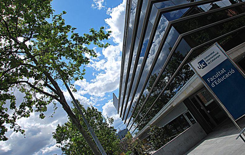 Фасад Universitat Internacional de Catalunya