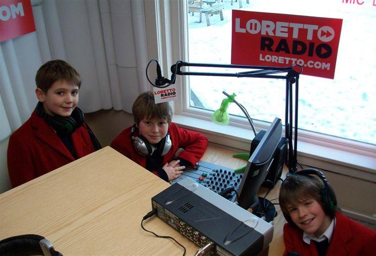 Первые пробы на радио в Loretto School