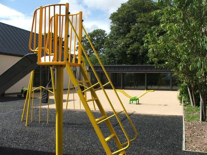 Игровая площадка на территории Saint Leonards School