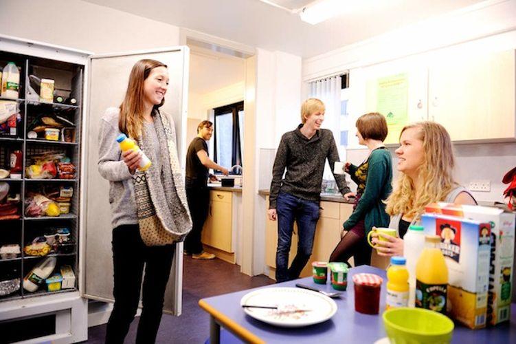 Студенты на обеде в University of Stirling