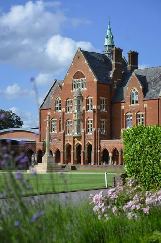 Здание школы Thames Valley Summer Schools, Leatherhead