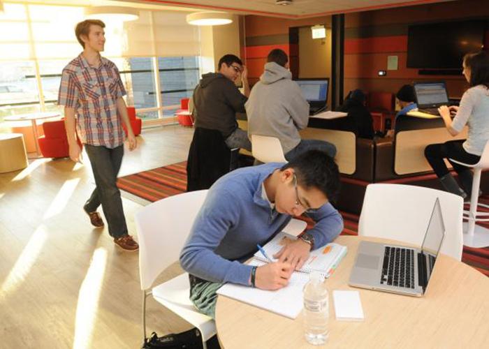 Студенты University of Massachusetts Dartmouth