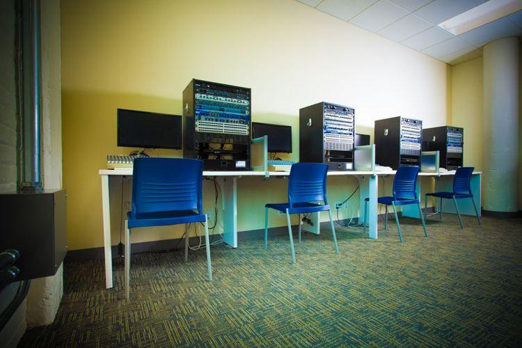 Компьютерный класс SAE Institute