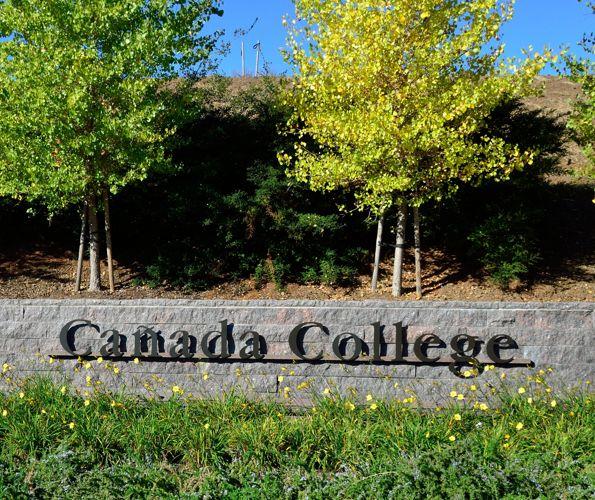 Вид на Canada College