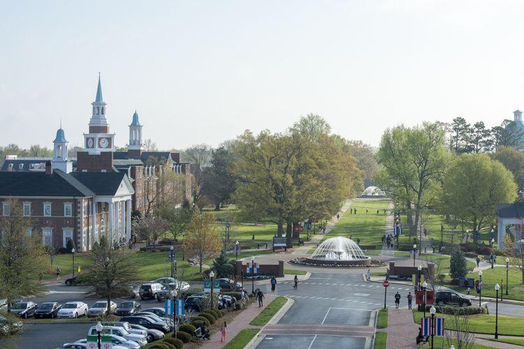 Вид сбоку на High Point University