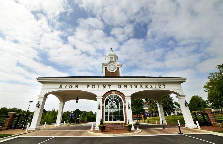 Вход в High Point University