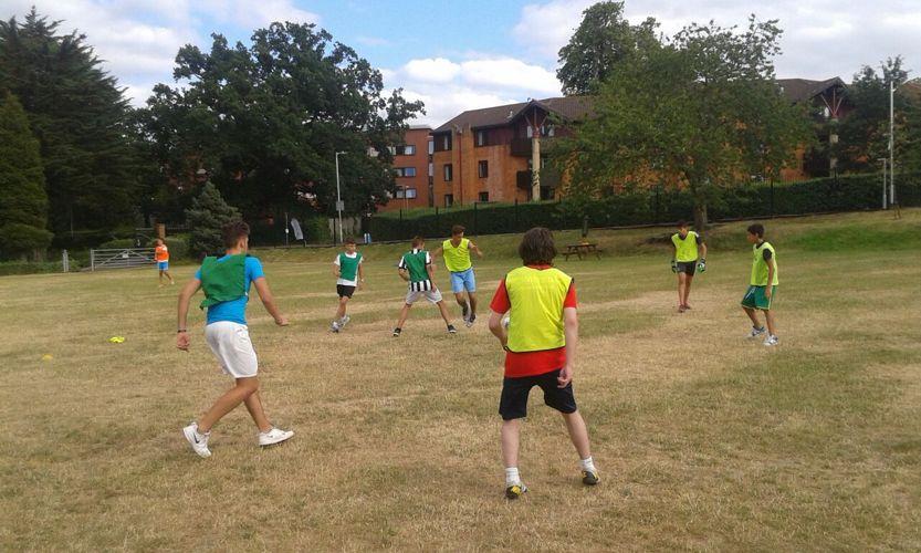 Занятия футболом в Magnifico, Reading
