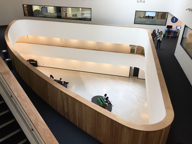 Вид сверху на Academic Juniors, DLD College London