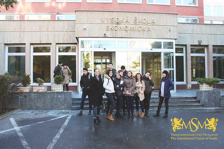 Студенты MSM на дне открытых дверей в MSM Academy