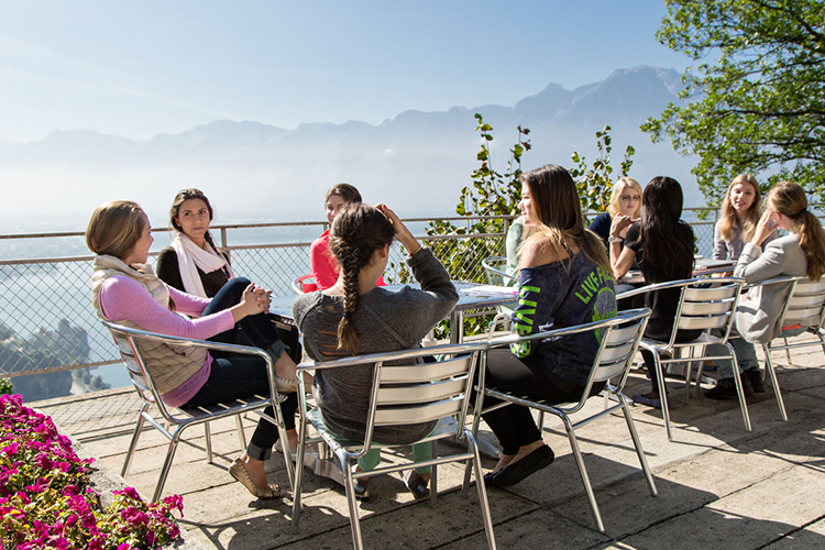 Студенты на отдыхе в Surval Montreux