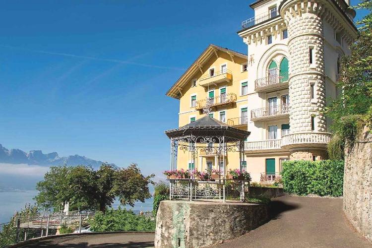 Главный вид Surval Montreux