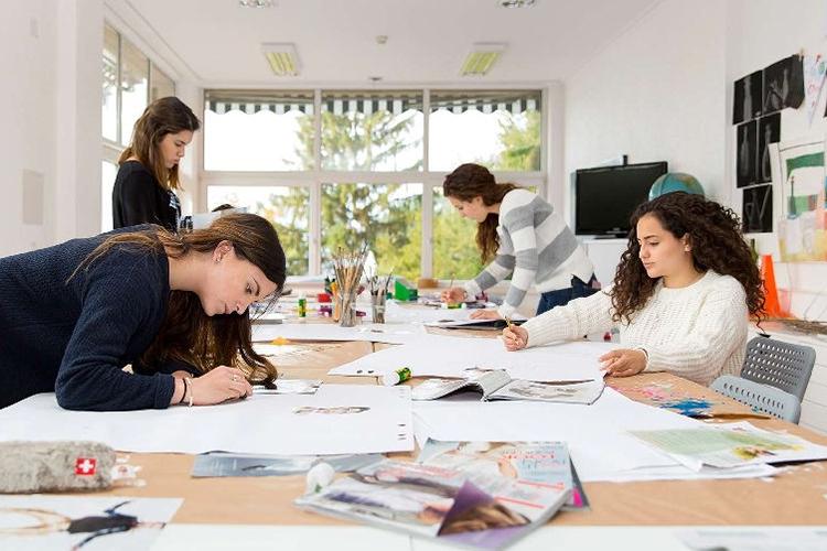 Процесс обучения в Surval Montreux