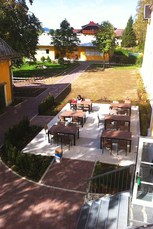 Внутренний двор American International School