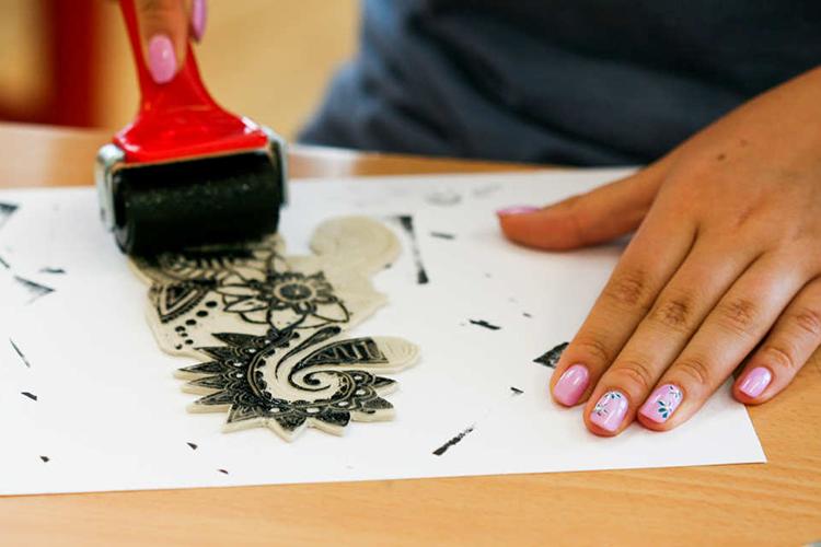 На занятии по креативному творчеству