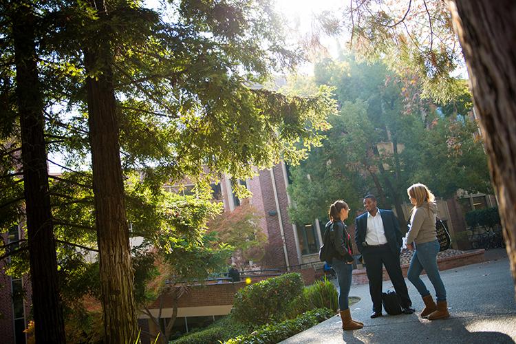 Студенты на кампусе University of the Pacific