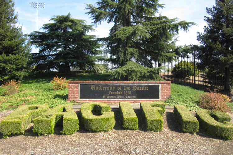 Вход в кампус University of the Pacific