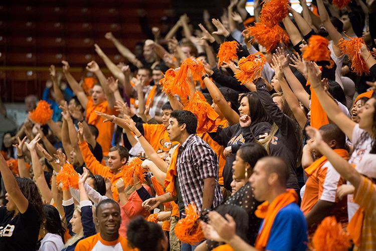 Спортивные фанаты University of the Pacific