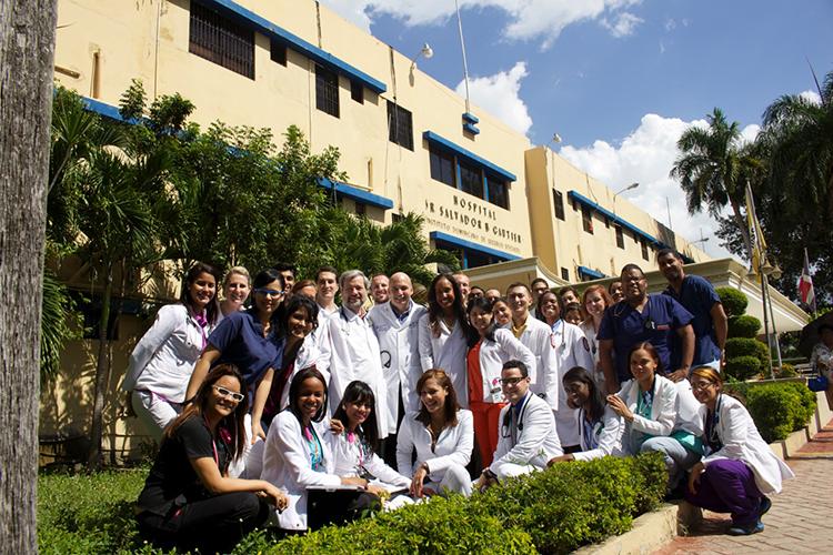 Студенты-медики University of Illinois at Chicago после практики