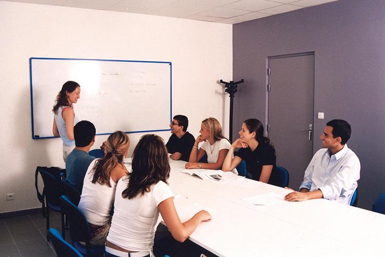 Студенты на уроке в Azurlingua, Nice