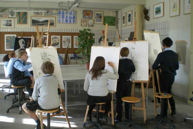 Обучение в художественном классе Saint Gilgen International School