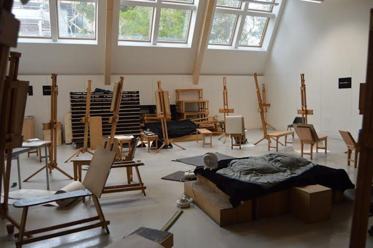 Класс изобразительного искусства в Arts University Bournemouth
