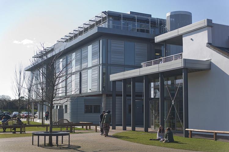 Внутренний двор Arts University Bournemouth