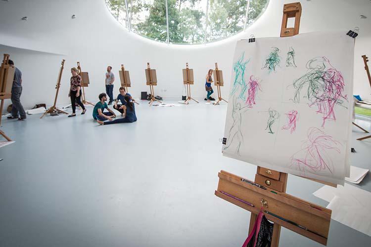 Аудитория искусств в Arts University Bournemouth