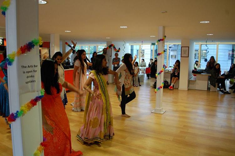 Урок танцев в Arts University Bournemouth