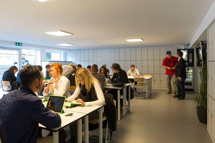 Комната для самостоятельного обучения в Lemania College Lausanne