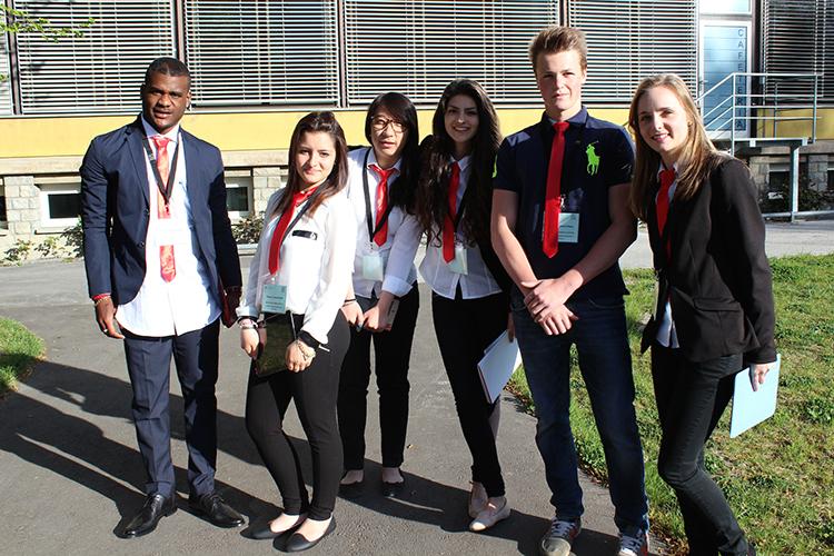 Студенты Lemania College Lausanne после конференции
