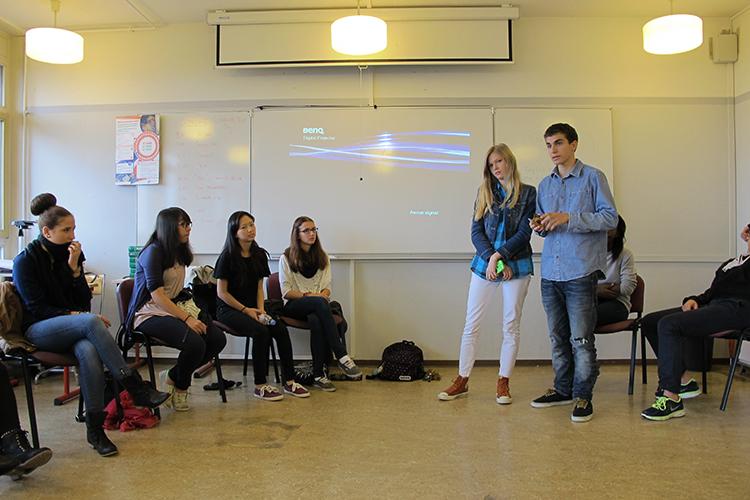 Выступление студентов в Lemania College Lausanne