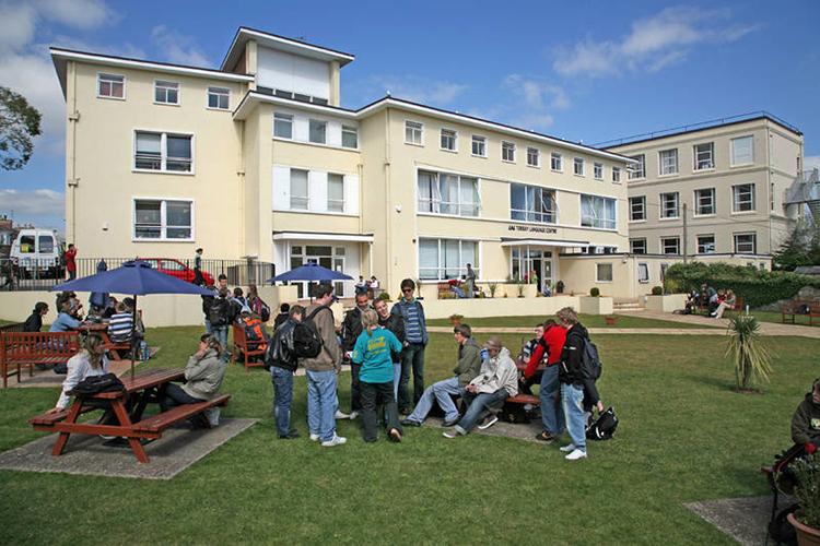 Студенты на отдыхе в LAL Torbay