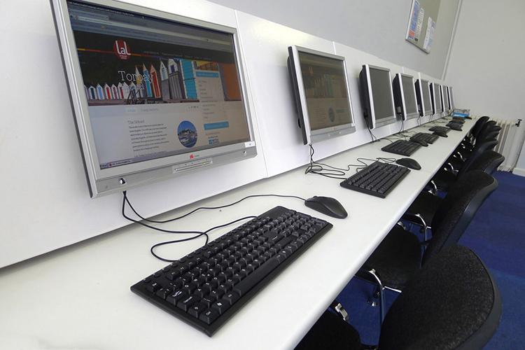 Компьютерный класс в LAL Torbay