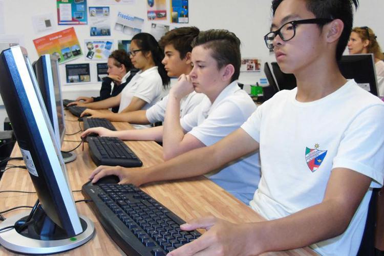 Компьютерный класс в The Nobel International School Algarve