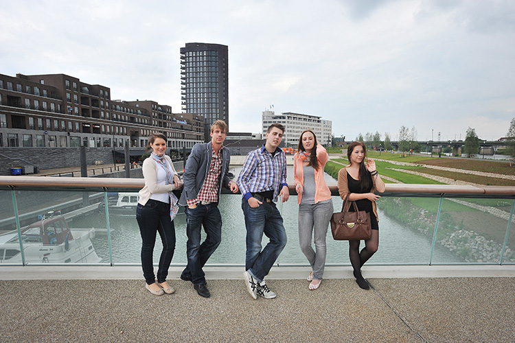 Студенты в Fontys University of Applied Sciences