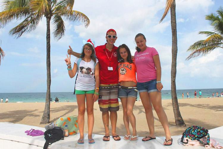 Ученики на пляже около LAL Boca Raton