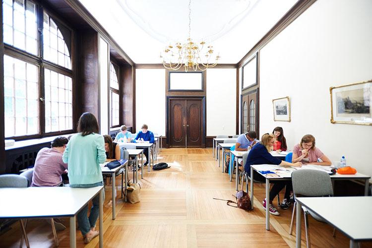 Комната для индивидуального обучения студентов International House Heidelberg