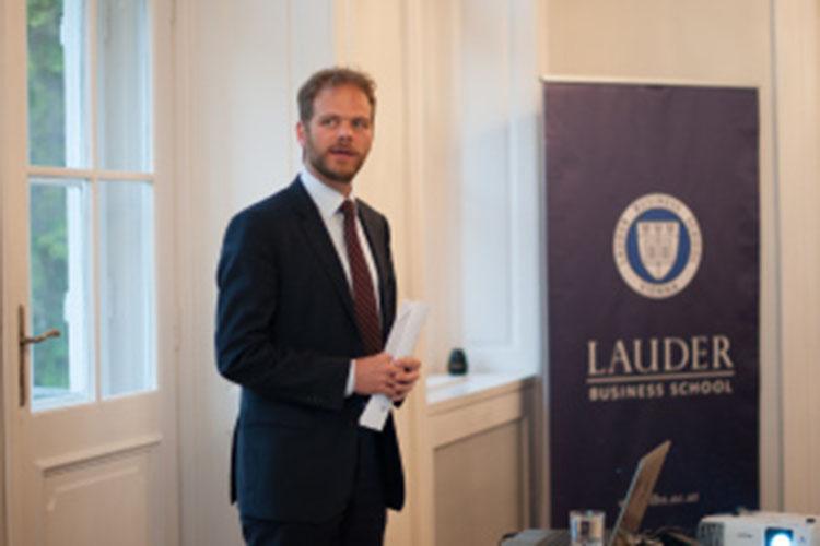 Преподаватель Lauder Business School