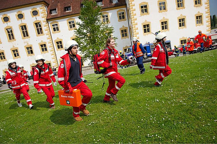 Студенты Schule Schloss Salem проходят практику в пожарных бригадах