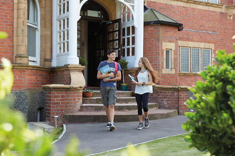 Студенты Earlscliffe Summer,  Folkestone