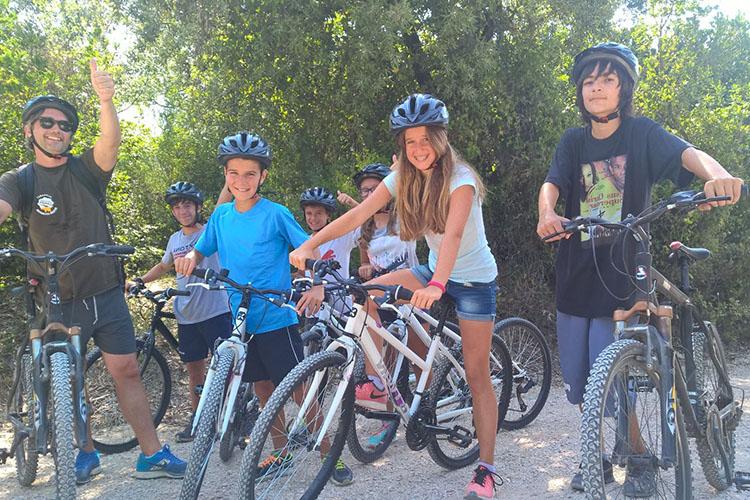 Катание на горных велосипедах в Alphabet International Camps, Bettona