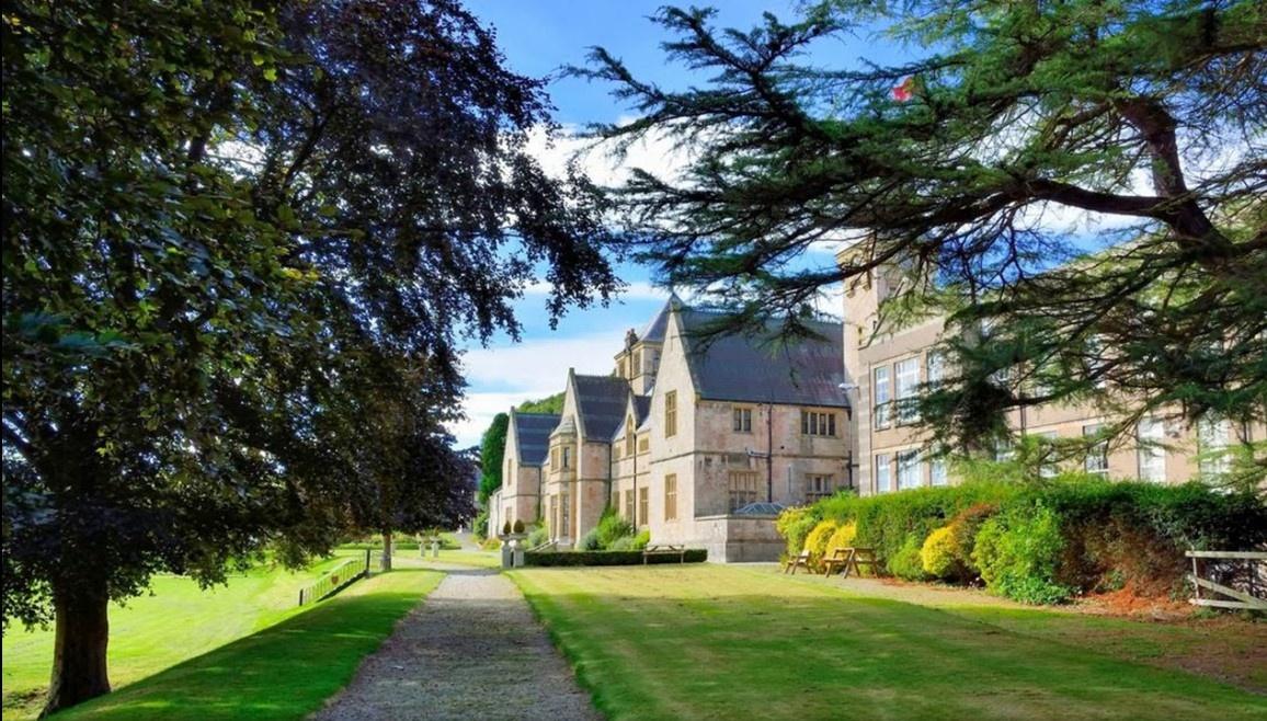 Аллея Мyddelton college Summer, Denbigh