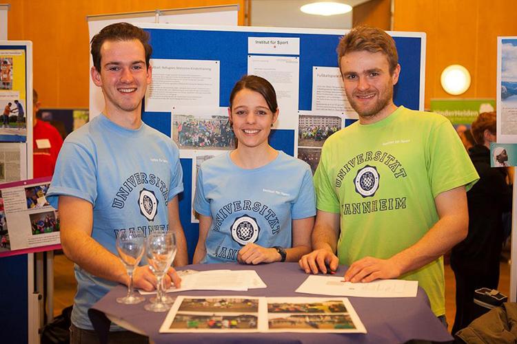 Студенты Universität Mannheim на выставке